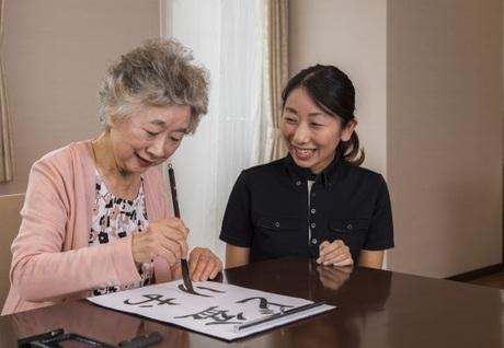 ご利用者様の気持ちに寄り添い質の高い介護サービスを提供する仕事。研修やキャリアアップ制度も充実